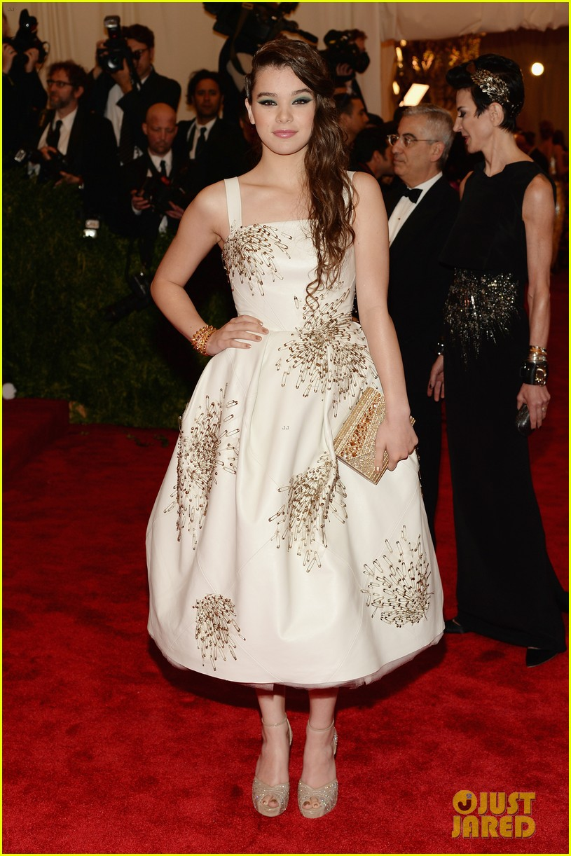 hailee steinfeld met ball 2013 red carpet 012865085