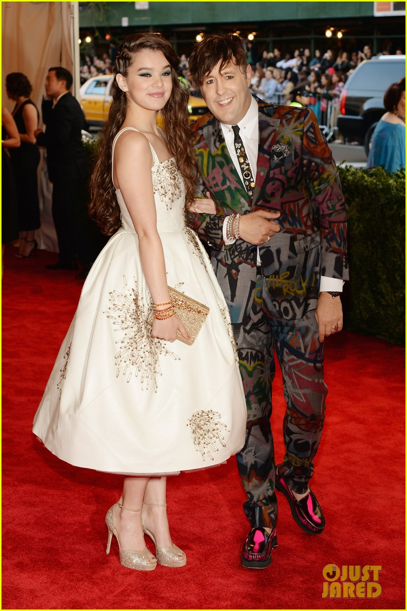 hailee steinfeld met ball 2013 red carpet 062865090