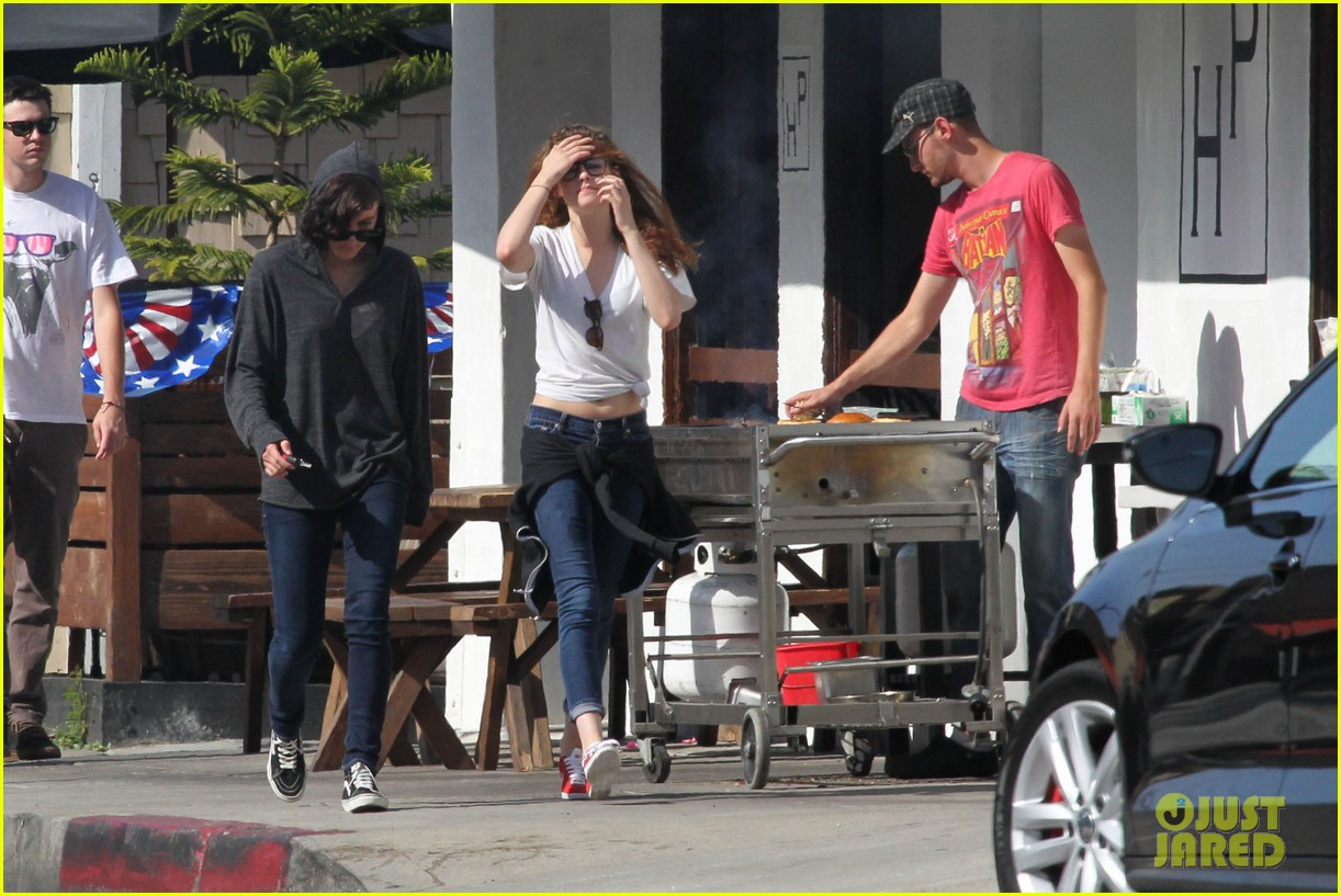 kristen stewart lunches in la with pals 072879511
