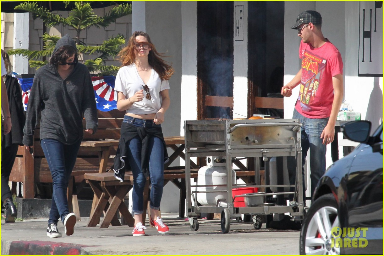 kristen stewart lunches in la with pals 172879521