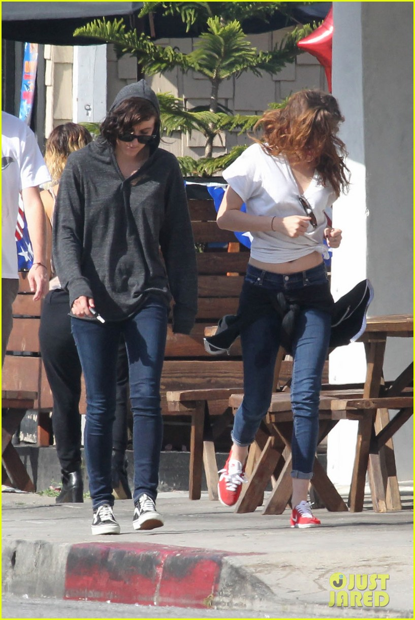 kristen stewart lunches in la with pals 222879526