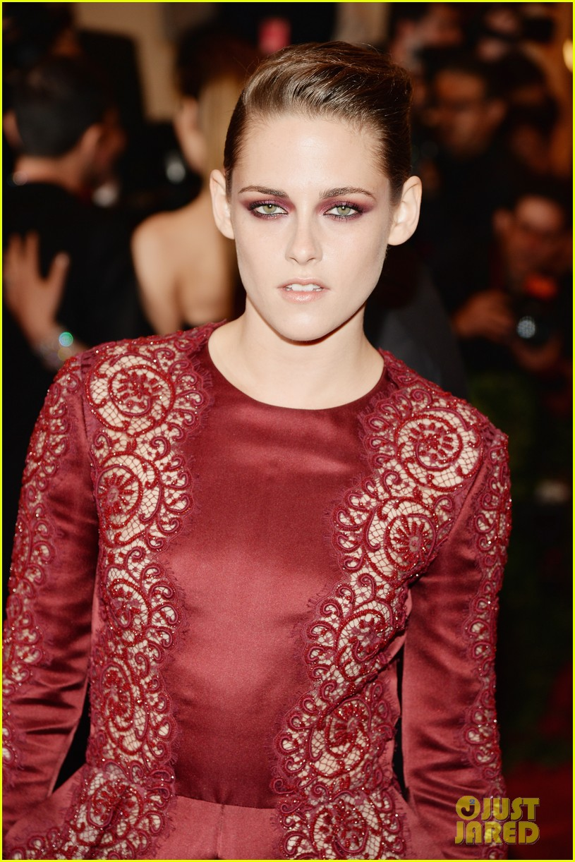 kristen stewart met ball 2013 red carpet 02