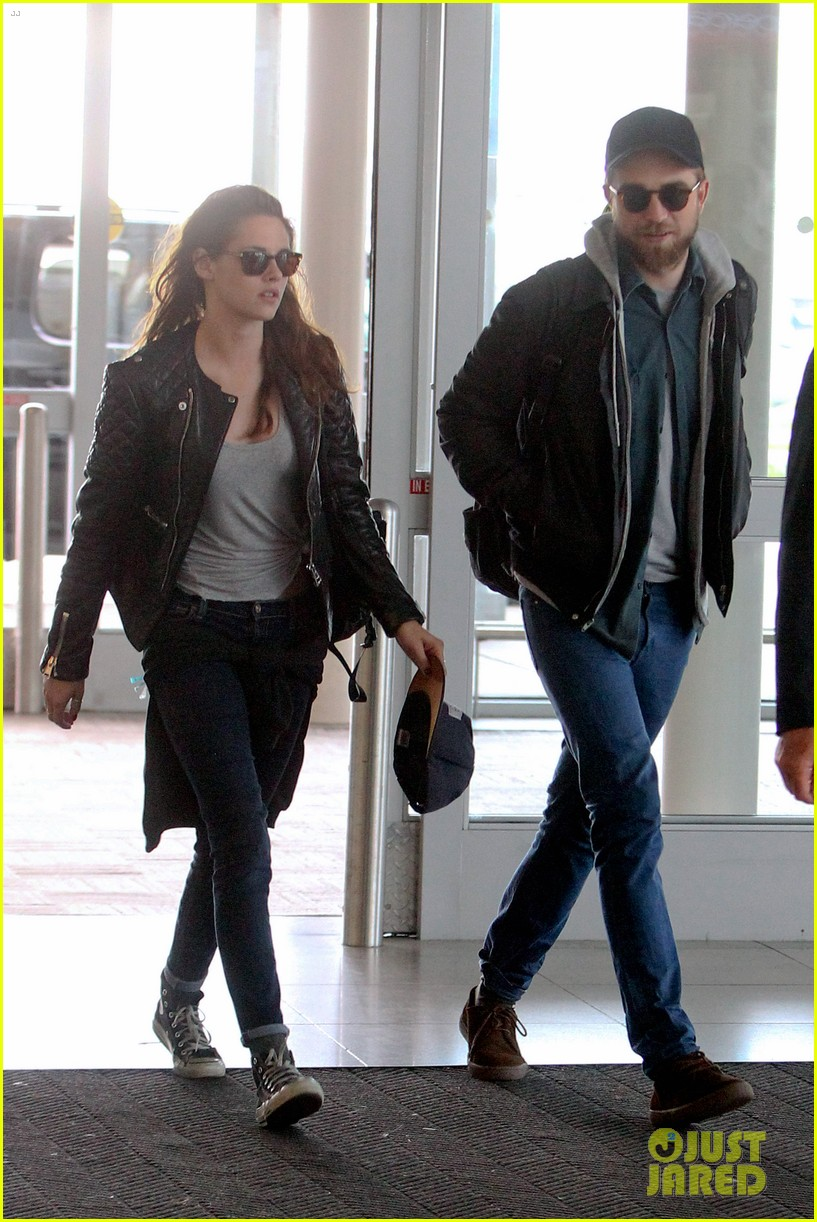 kristen stewart robert pattinson spotted together in nyc 012868157