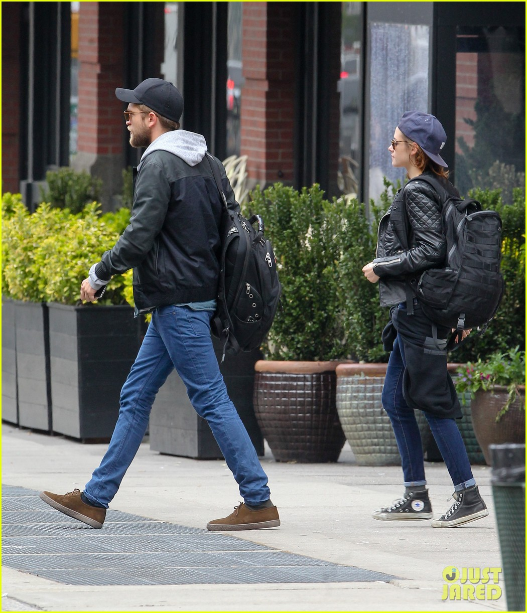 kristen stewart robert pattinson spotted together in nyc 192868175