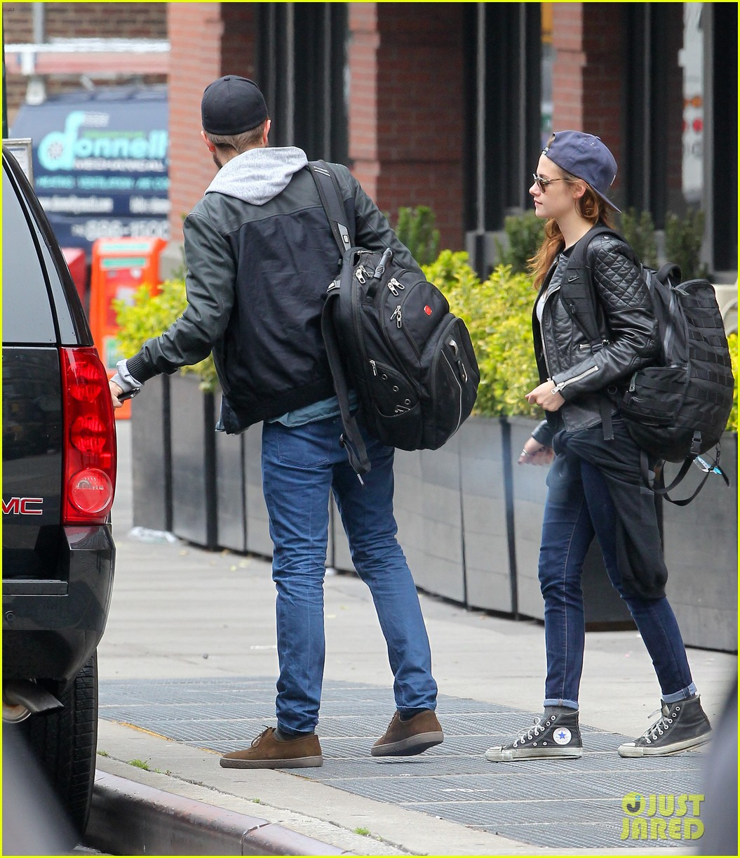 kristen stewart robert pattinson spotted together in nyc 20