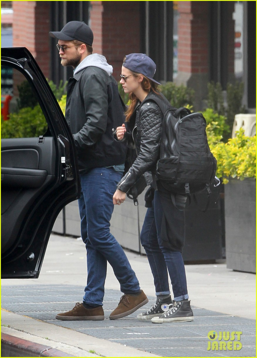 kristen stewart robert pattinson spotted together in nyc 21
