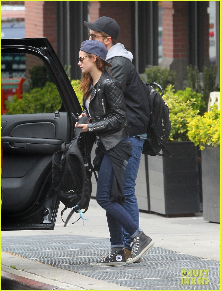 kristen stewart robert pattinson spotted together in nyc 232868179