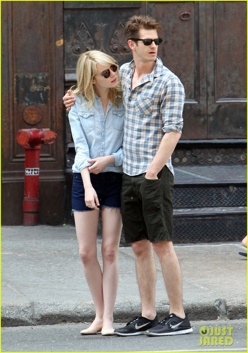 emma stone andrew garfield cuddle up in nyc 012881519