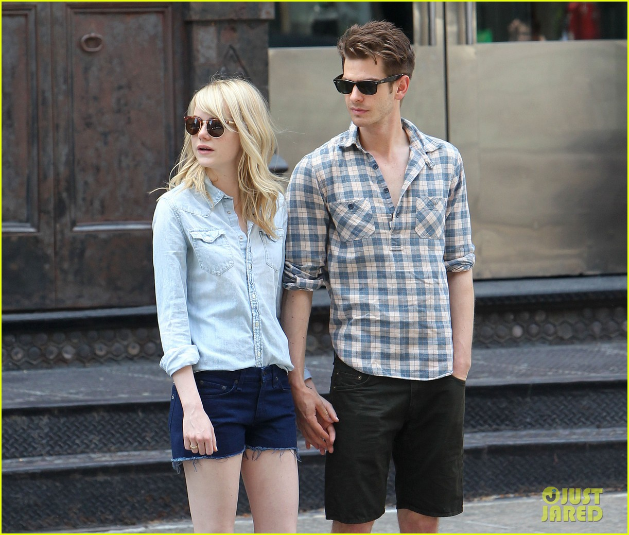 emma stone andrew garfield cuddle up in nyc 022881520