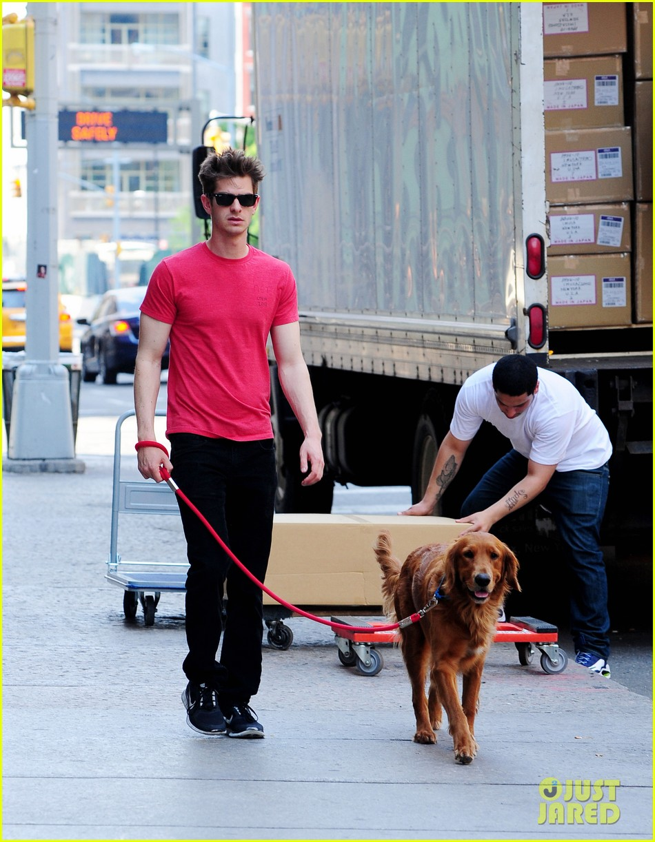emma stone andrew garfield cuddle up in nyc 042881522