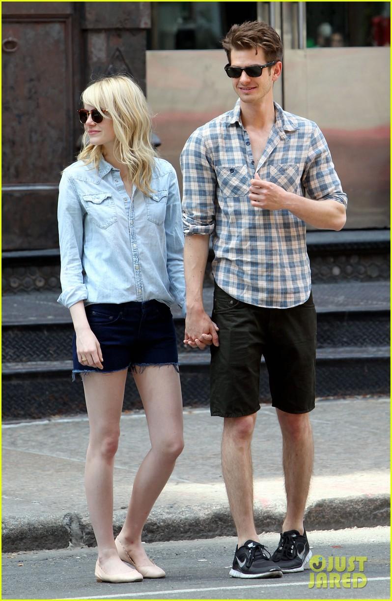 emma stone andrew garfield cuddle up in nyc 052881523