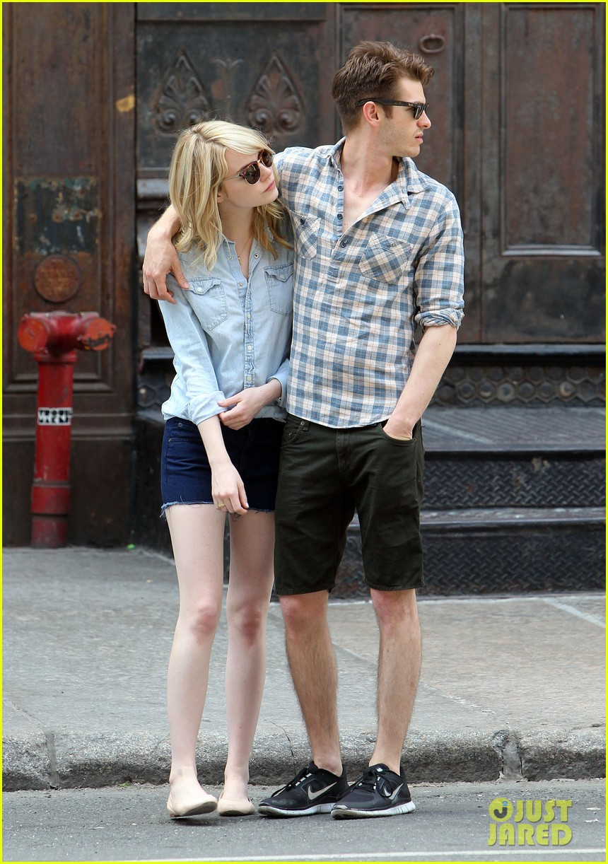 emma stone andrew garfield cuddle up in nyc 072881525