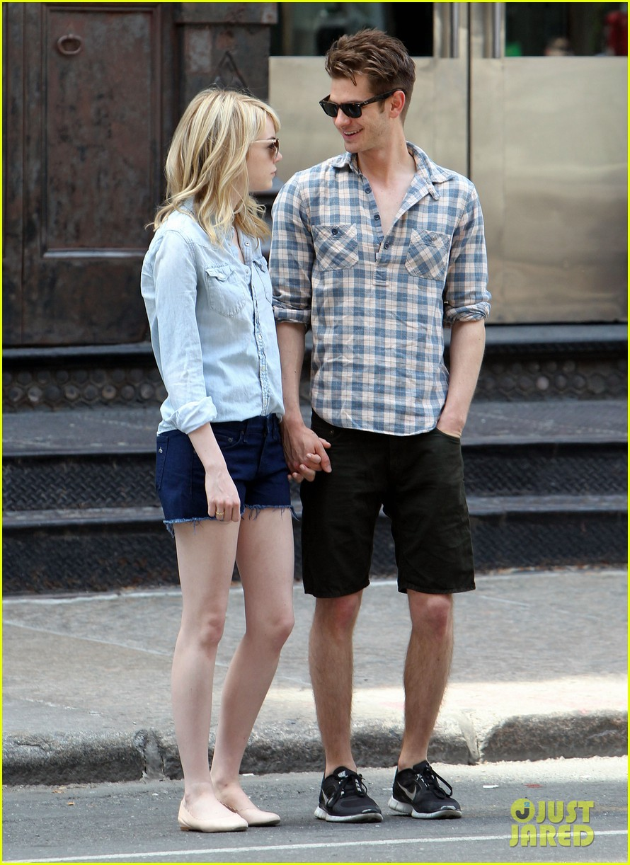 emma stone andrew garfield cuddle up in nyc 102881528