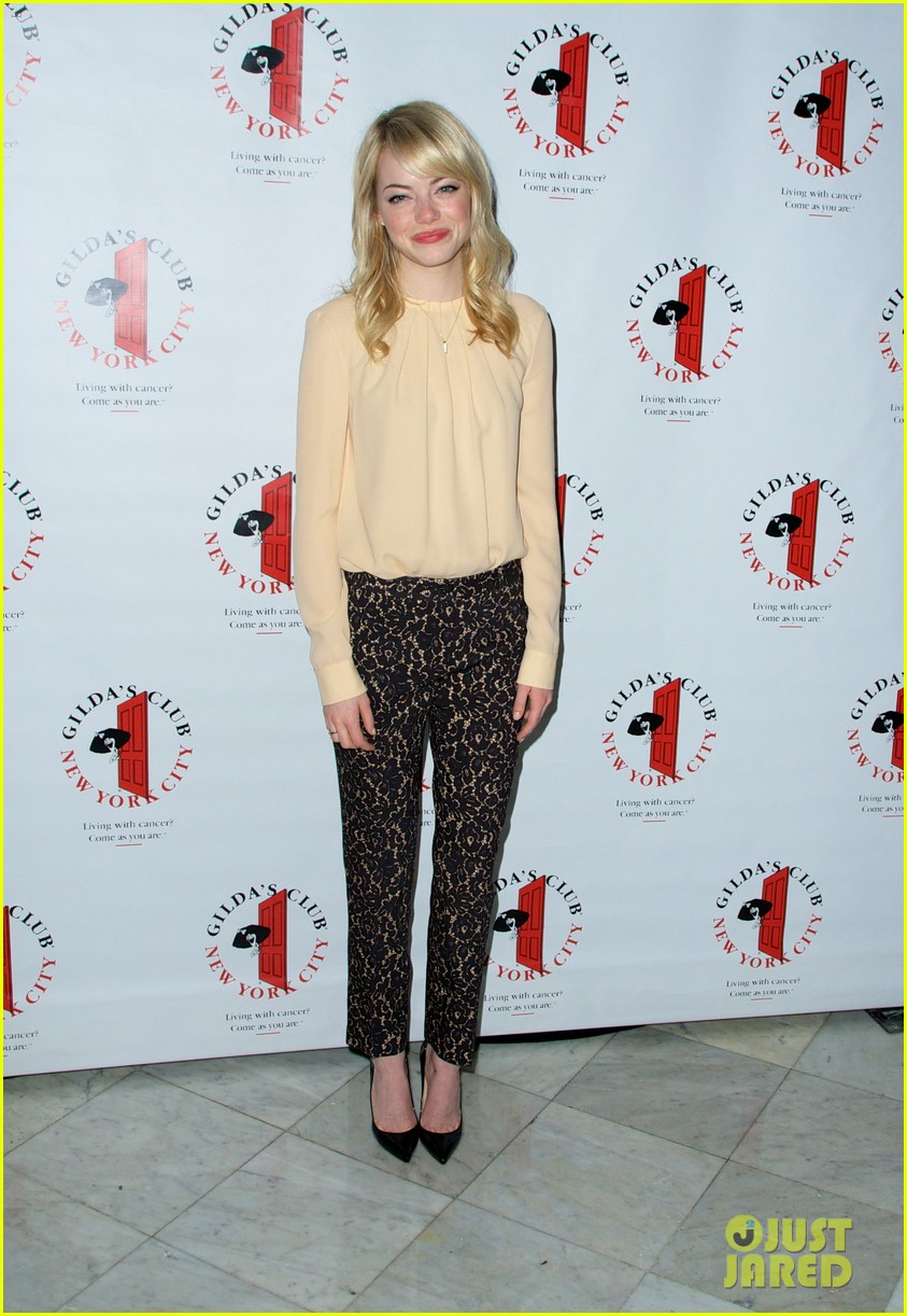 emma stone gildas club event for cancer awareness 112871102