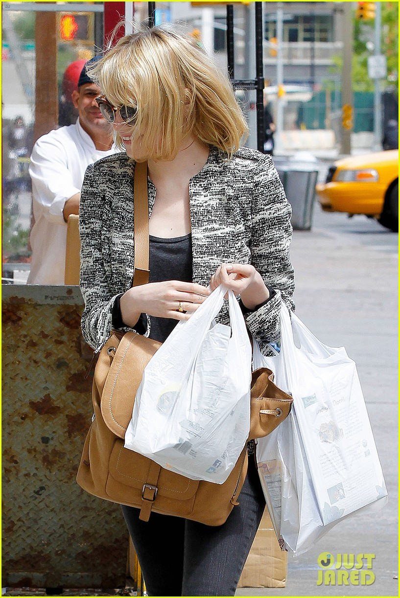 emma stone grocery gal in the big apple 022869661