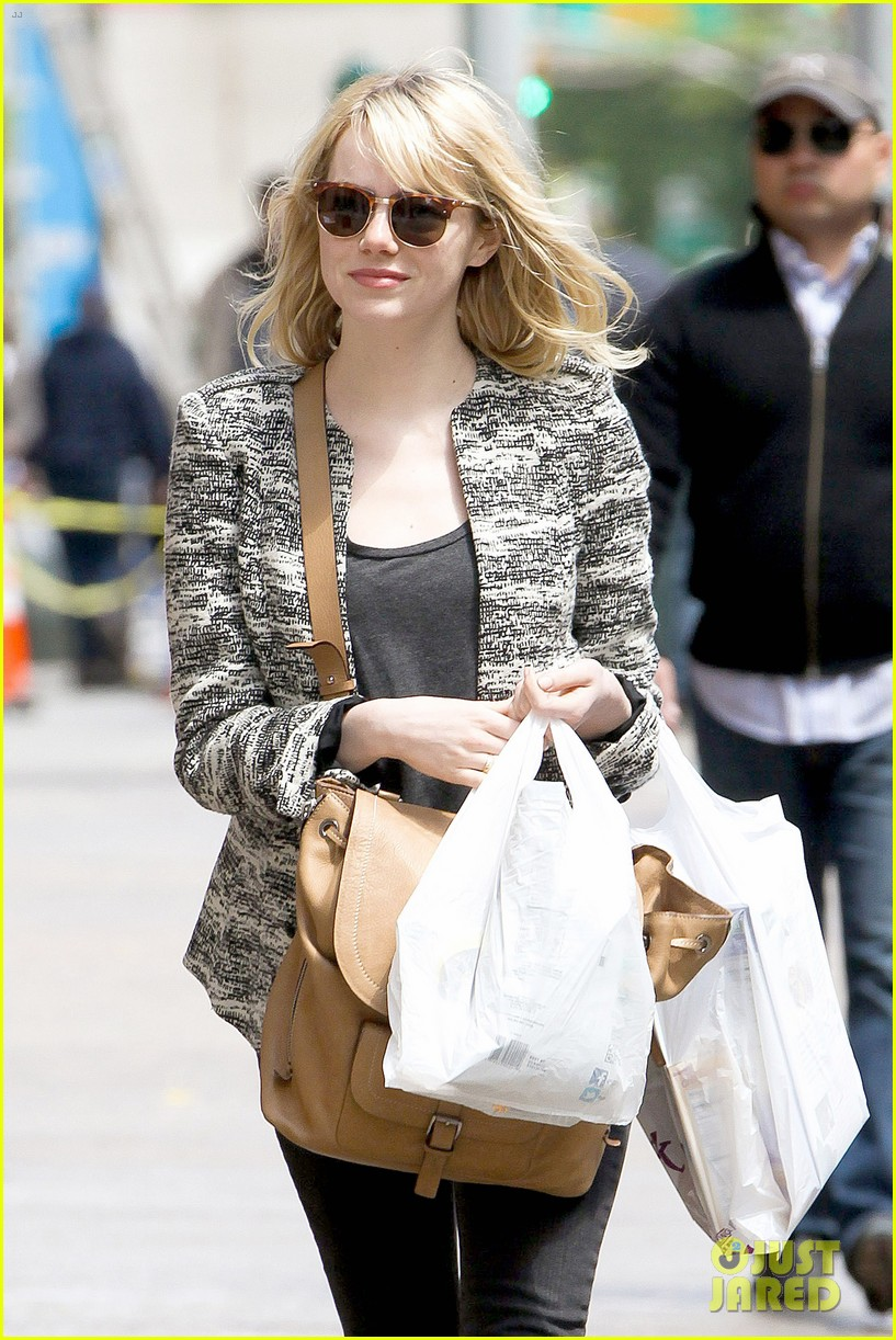 emma stone grocery gal in the big apple 042869663