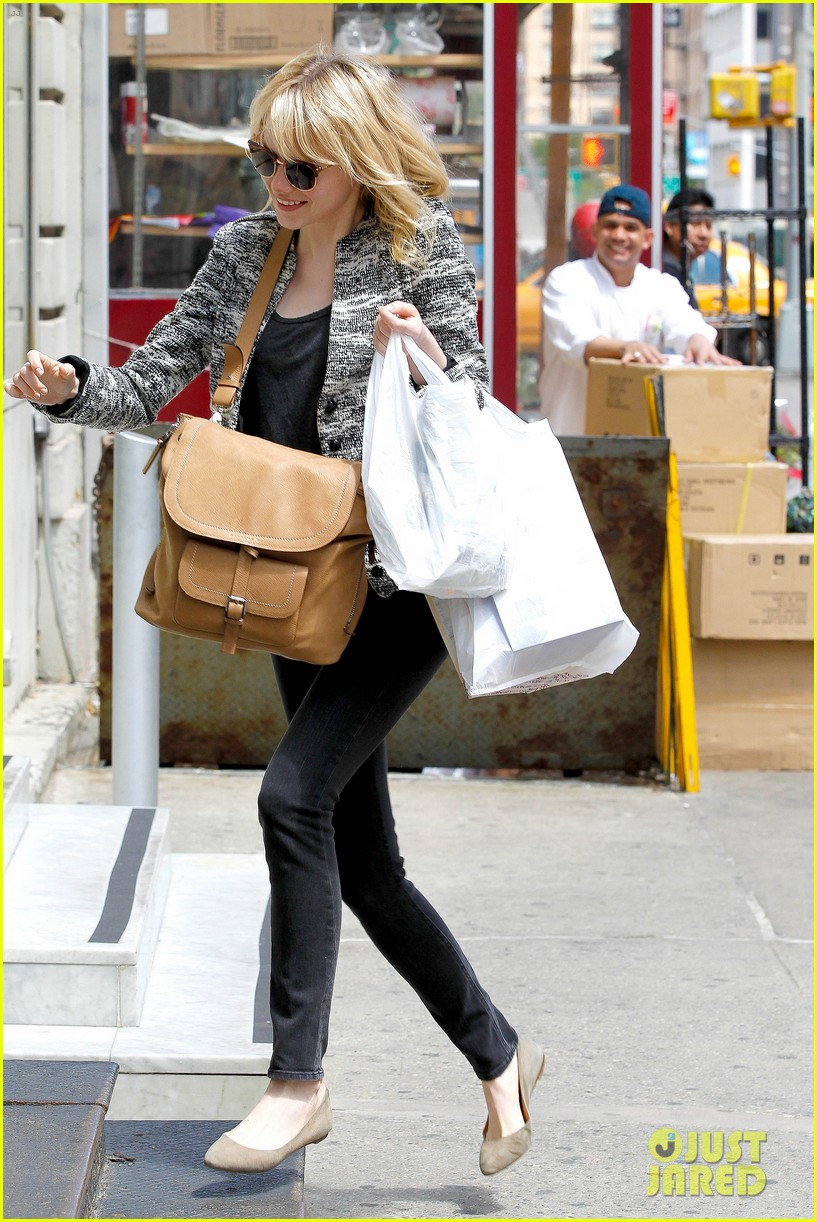 emma stone grocery gal in the big apple 052869664