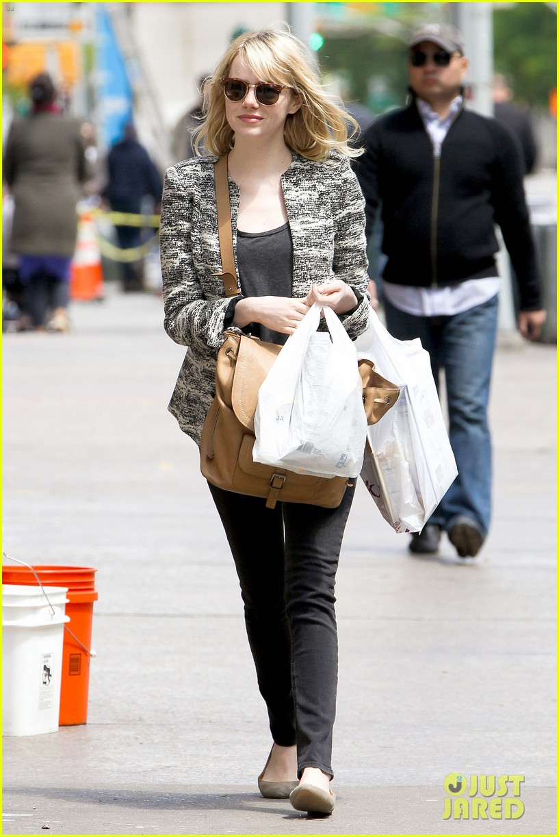 emma stone grocery gal in the big apple 062869665