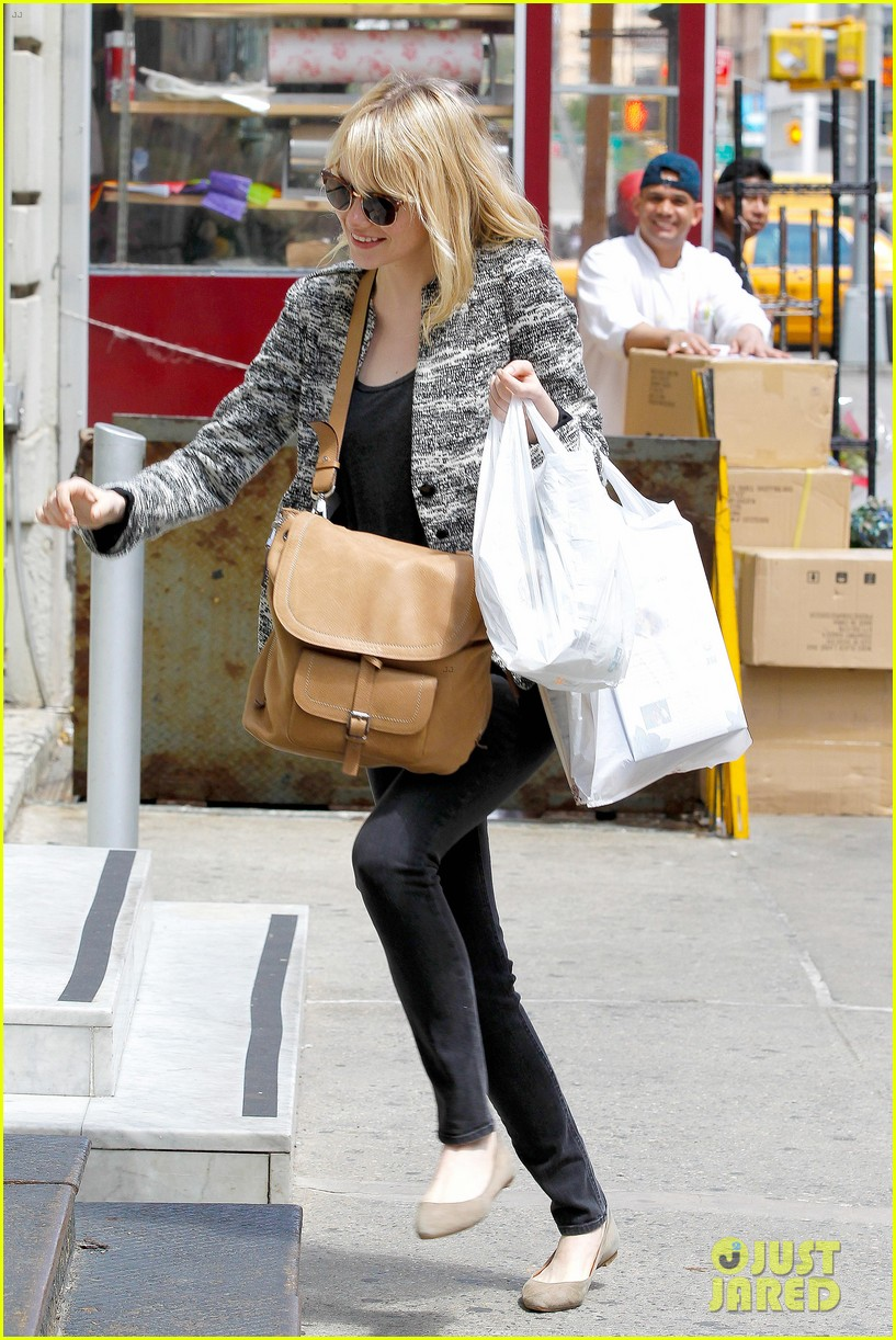 emma stone grocery gal in the big apple 082869667