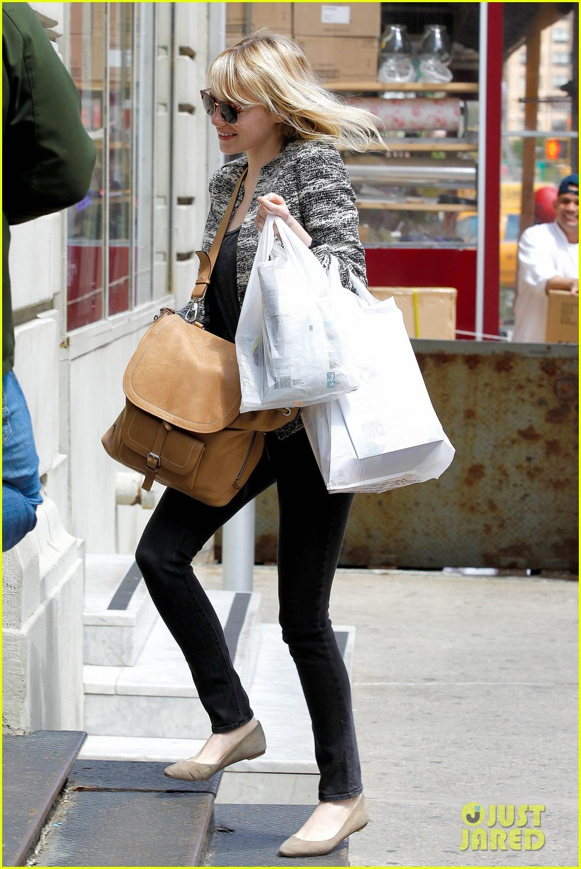 emma stone grocery gal in the big apple 092869668
