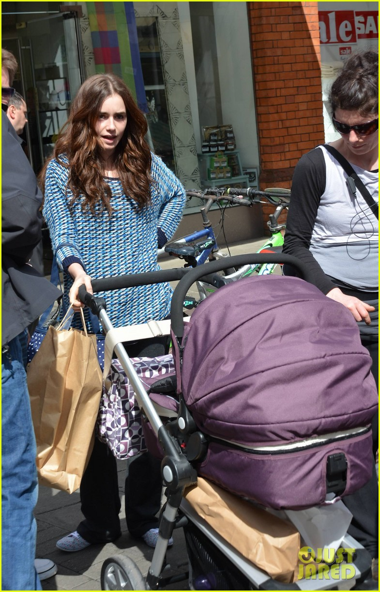 suki waterhouse lily collins film love rosie in dublin 062879409