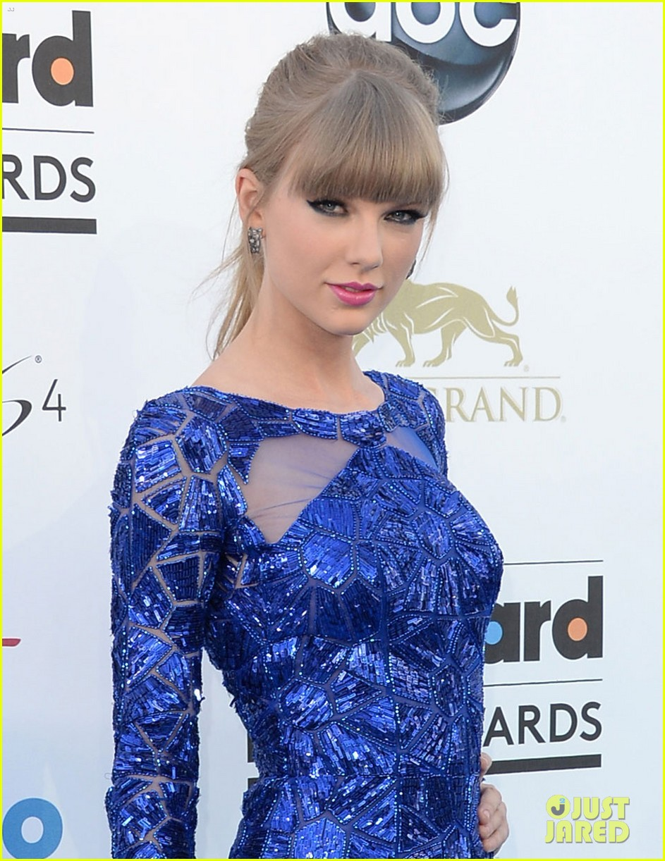 taylor swift billboard music awards 2013 red carpet 042873989