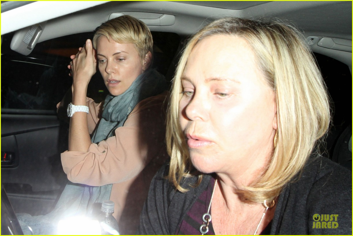 charlize theron the great gatsby showing with mom gerda 042870277