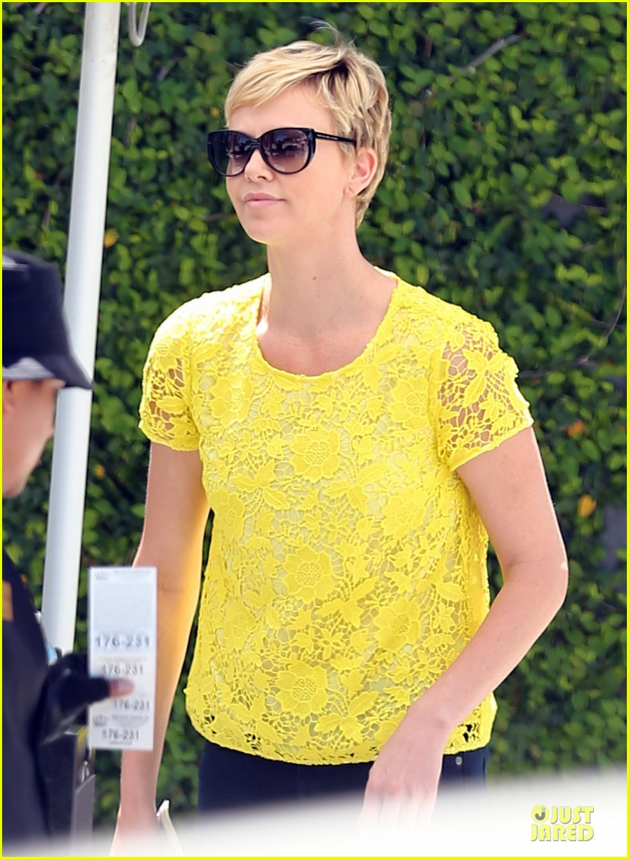charlize theron the great gatsby showing with mom gerda 122870285