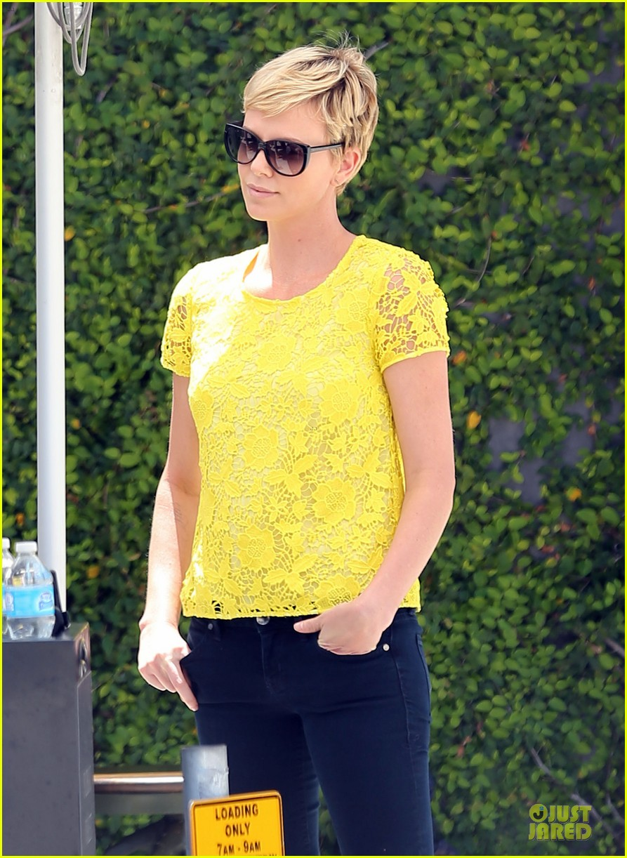 charlize theron the great gatsby showing with mom gerda 132870286