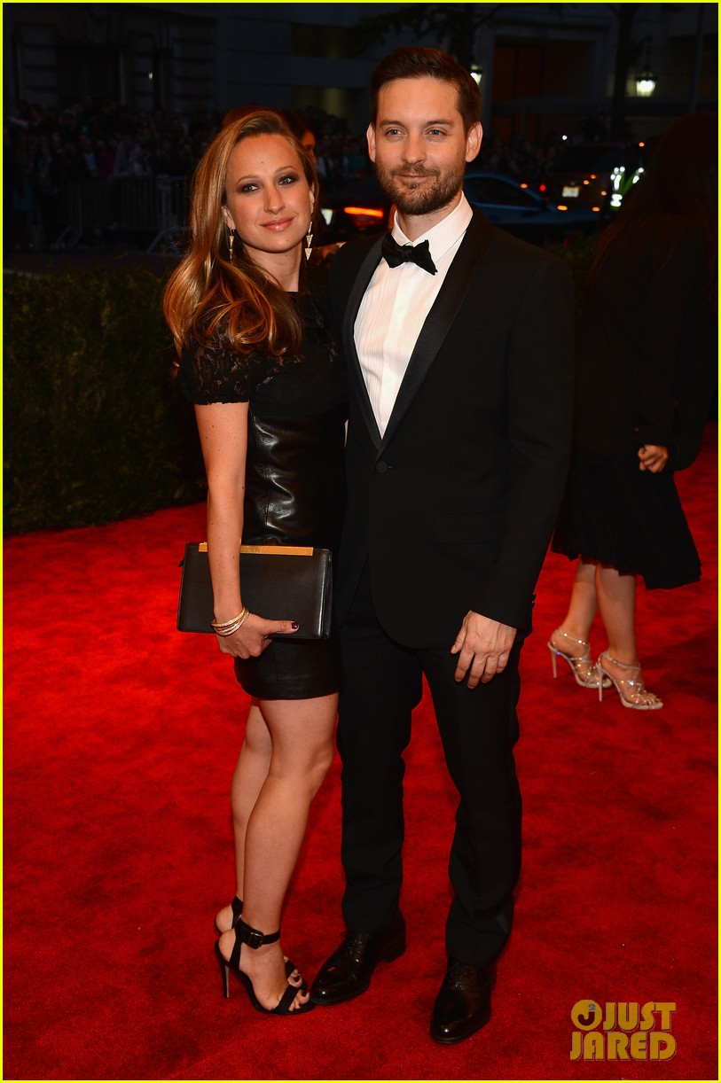 tobey maguire jennifer meyer met ball 2013 red carpet 012865690