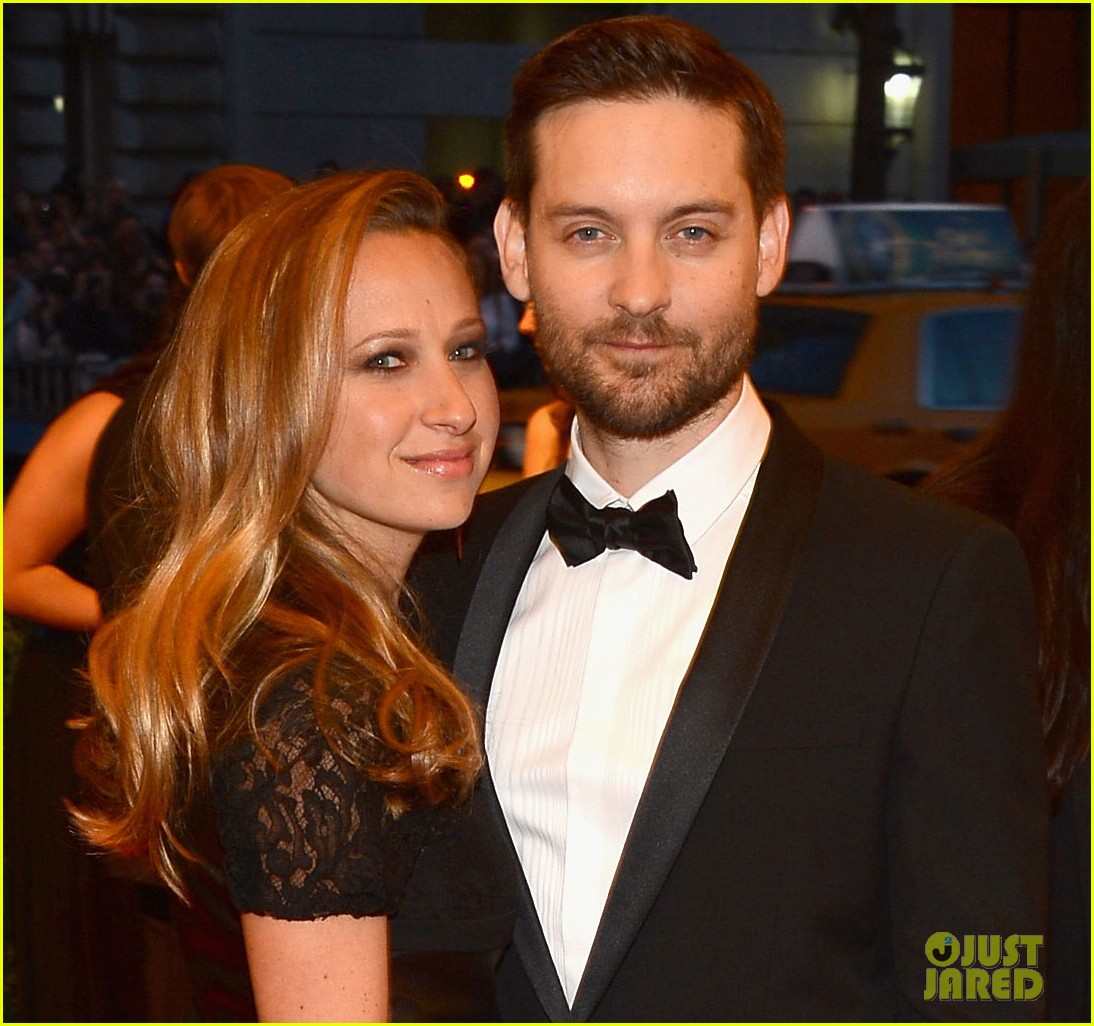 tobey maguire jennifer meyer met ball 2013 red carpet 022865691