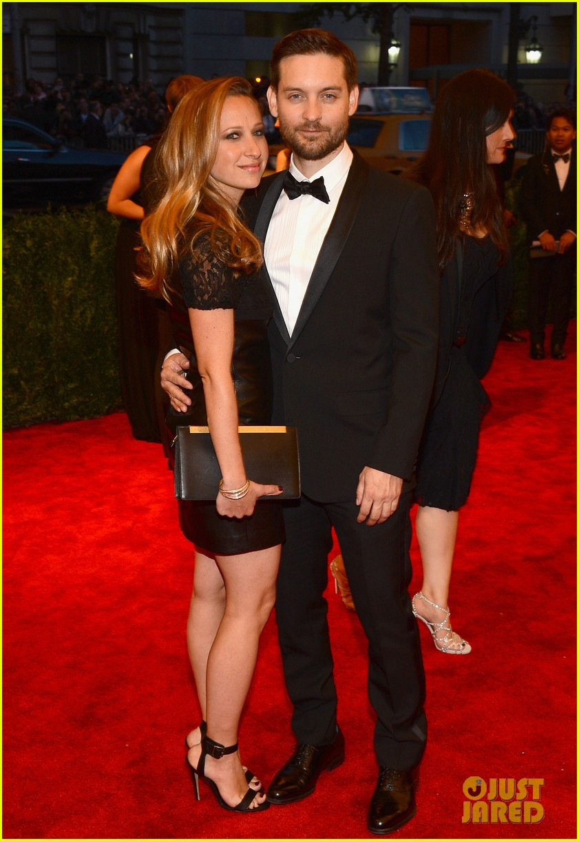 tobey maguire jennifer meyer met ball 2013 red carpet 032865692