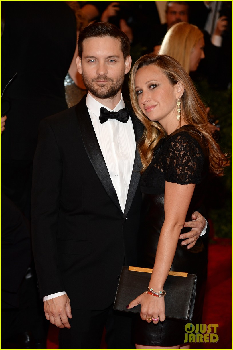 tobey maguire jennifer meyer met ball 2013 red carpet 052865694