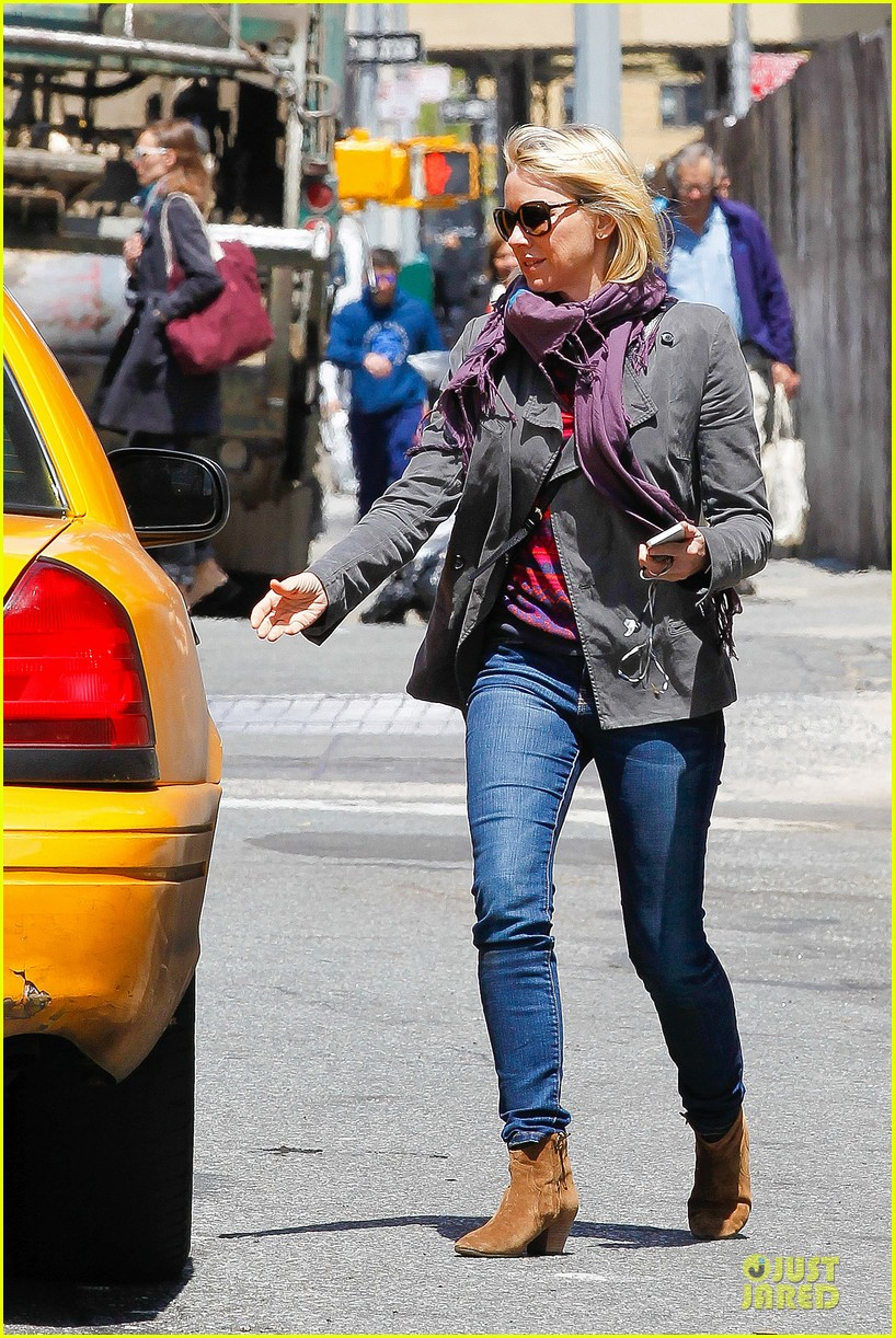 naomi watts big apple cab hailing 03