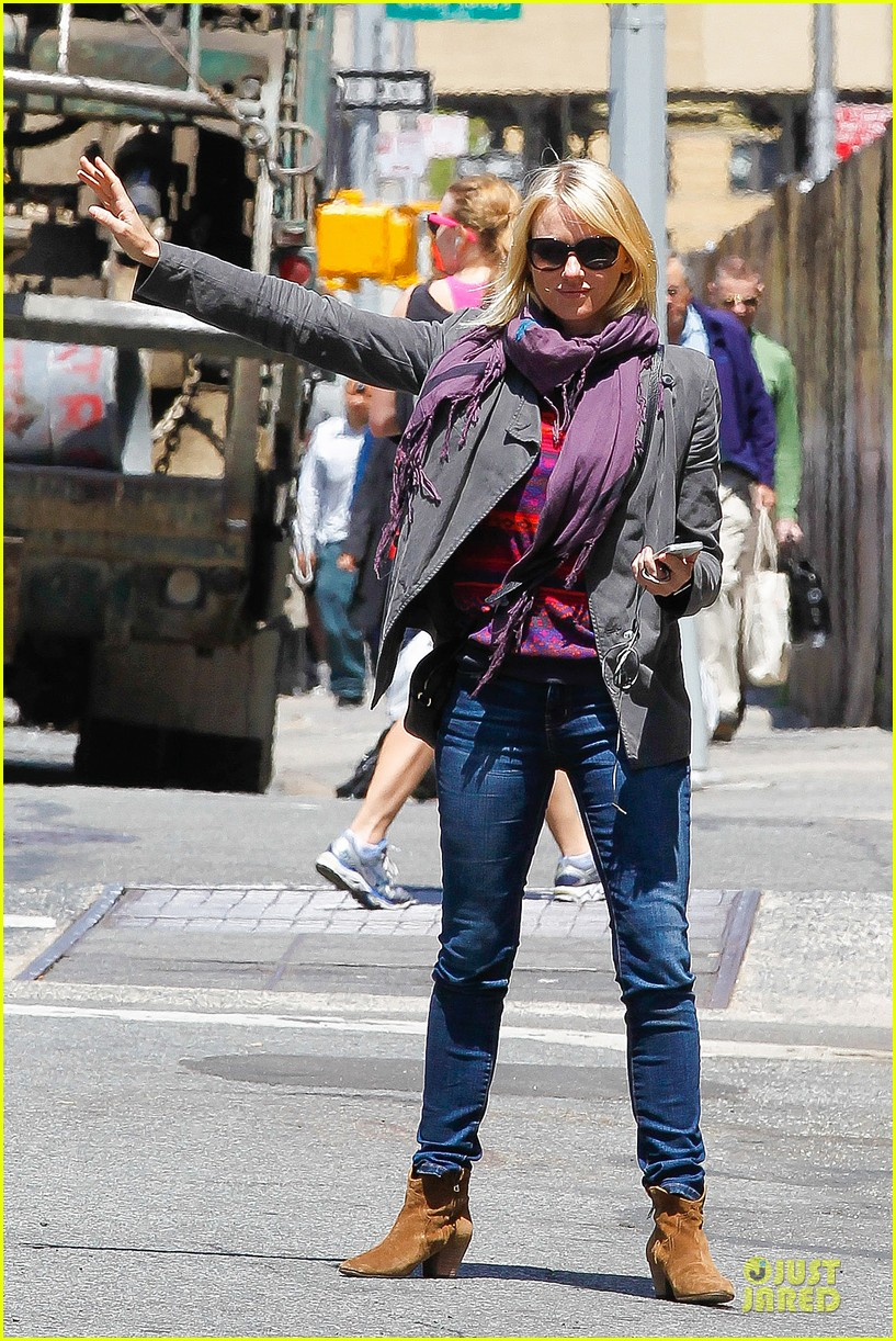 naomi watts big apple cab hailing 072870337
