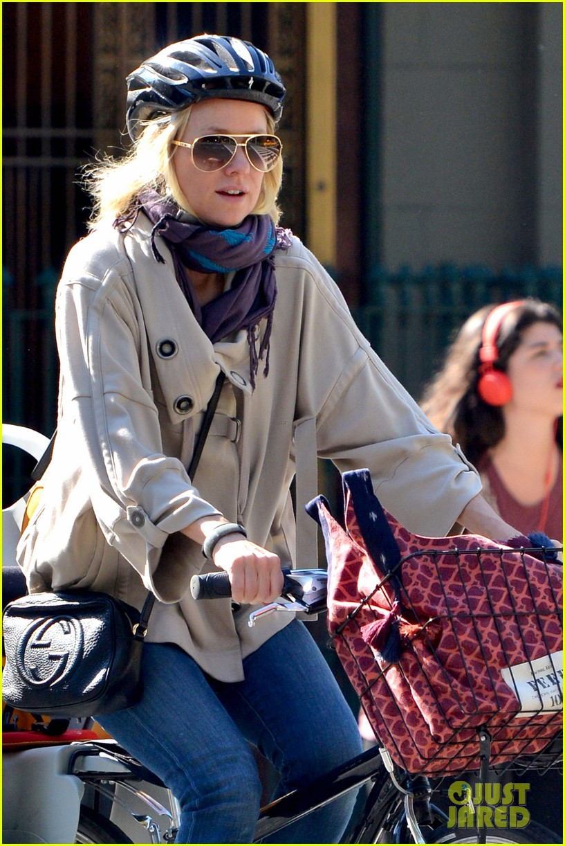 naomi watts while were young star 042863016