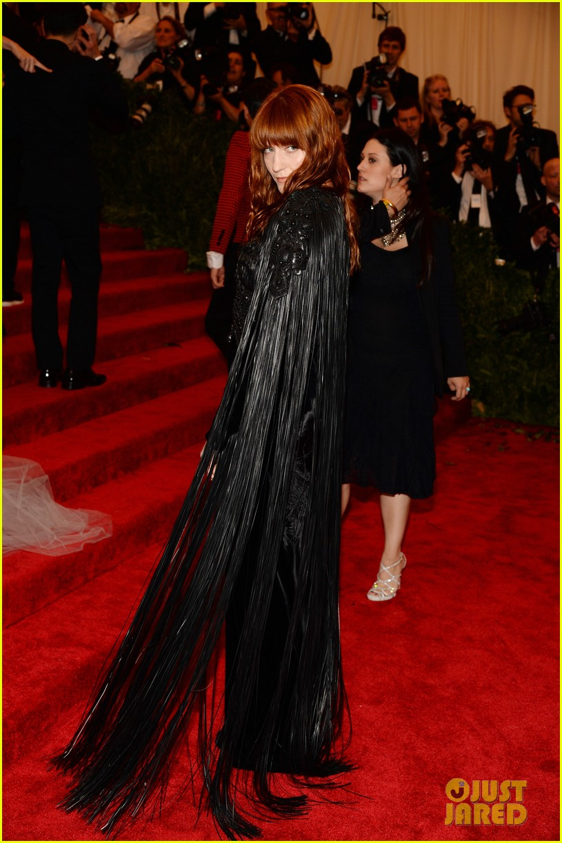 florence welch met ball 2013 red carpet 032865430