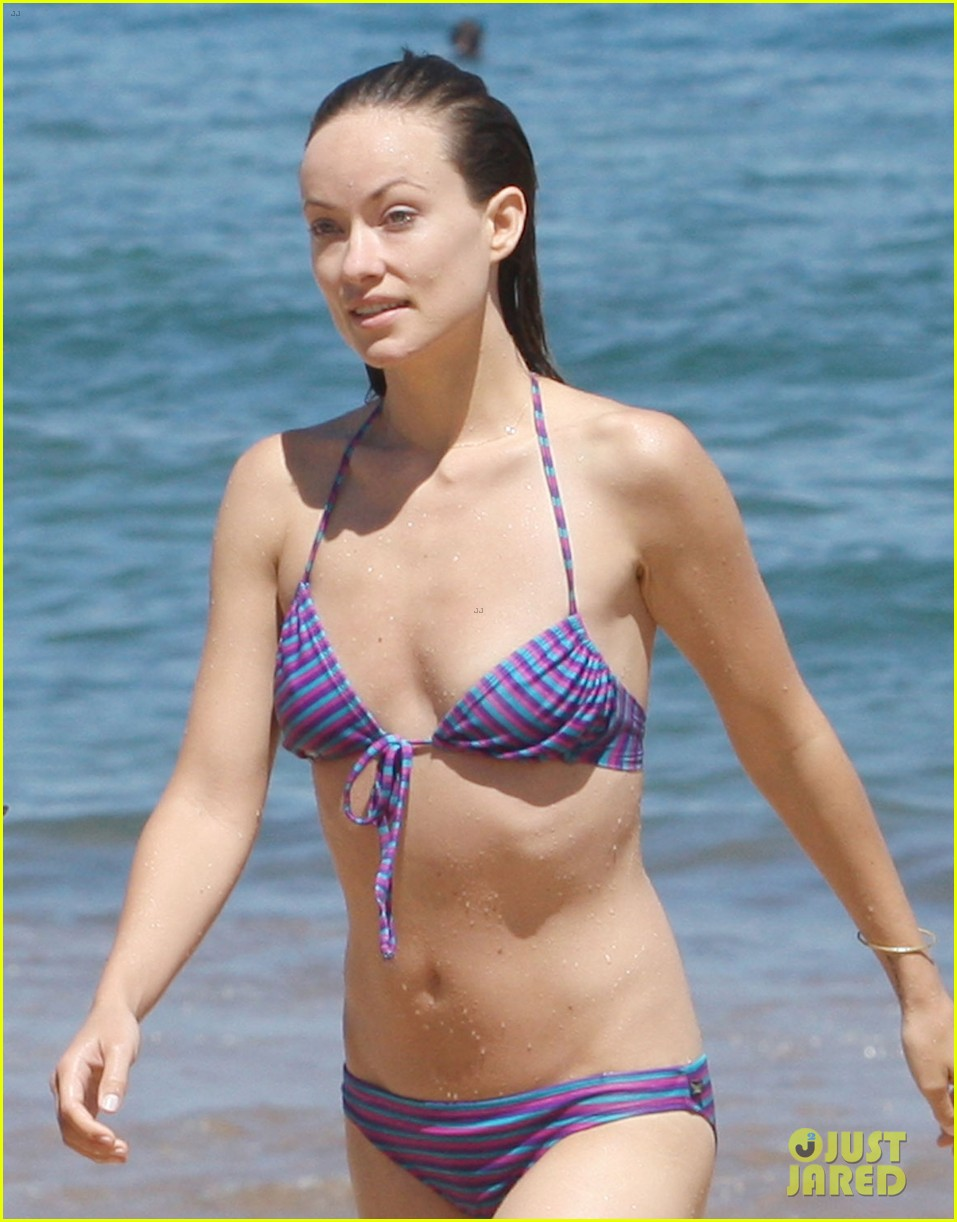 olivia wilde bikini babe in hawaii with shirtless jason sudeikis 02