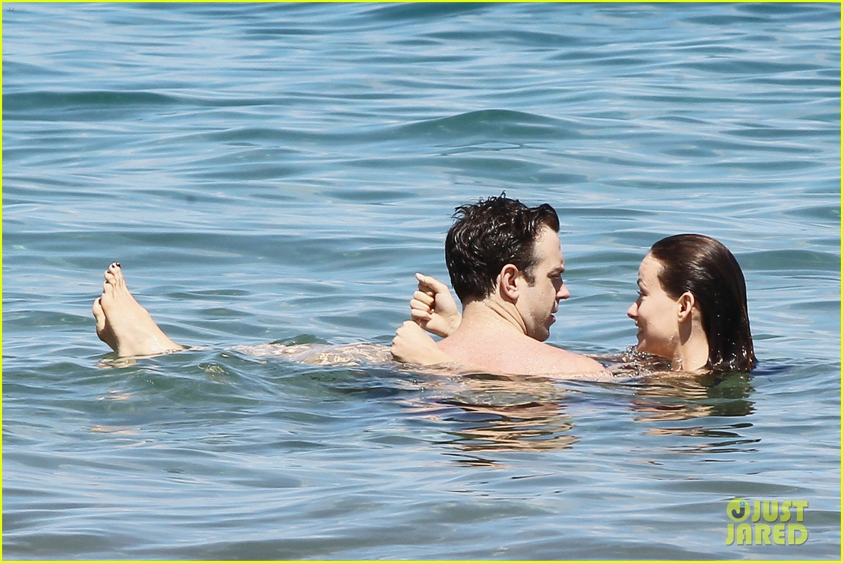 olivia wilde bikini babe in hawaii with shirtless jason sudeikis 082878702