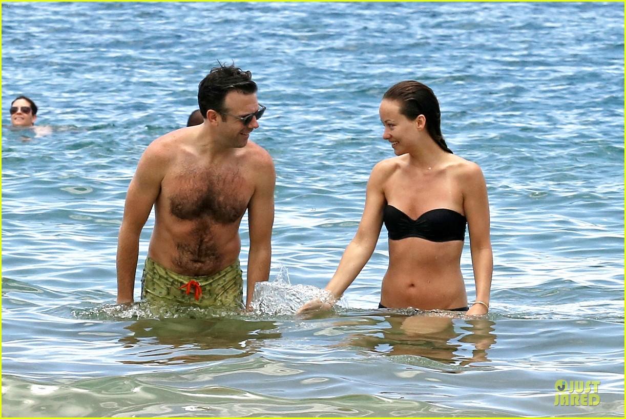 olivia wilde shirtless jason sudeikis kissing in hawaii 102879795