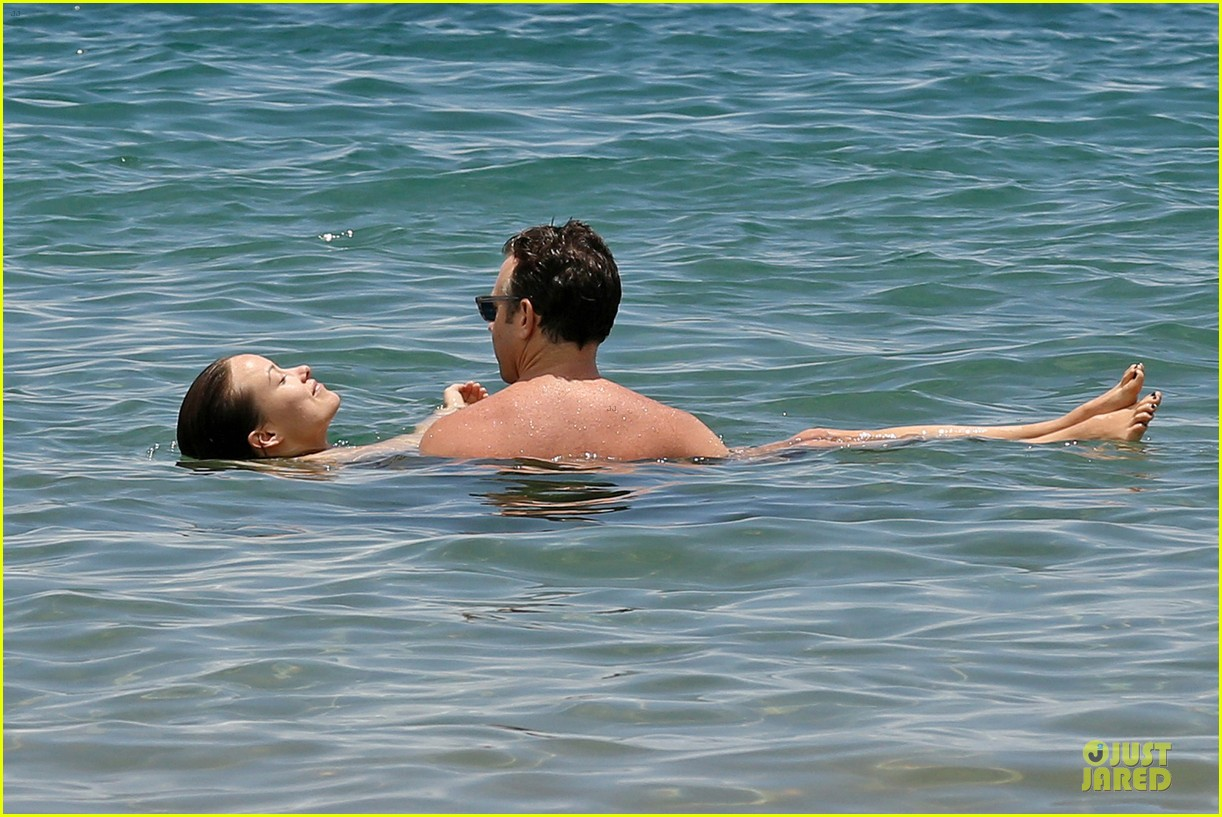 olivia wilde shirtless jason sudeikis kissing in hawaii 112879796