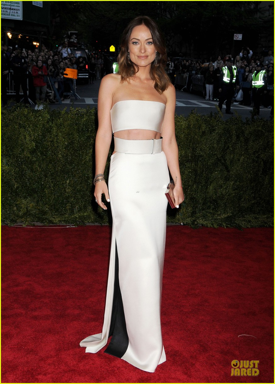 olivia wilde jason sudeikis met ball 2013 red carpet 04