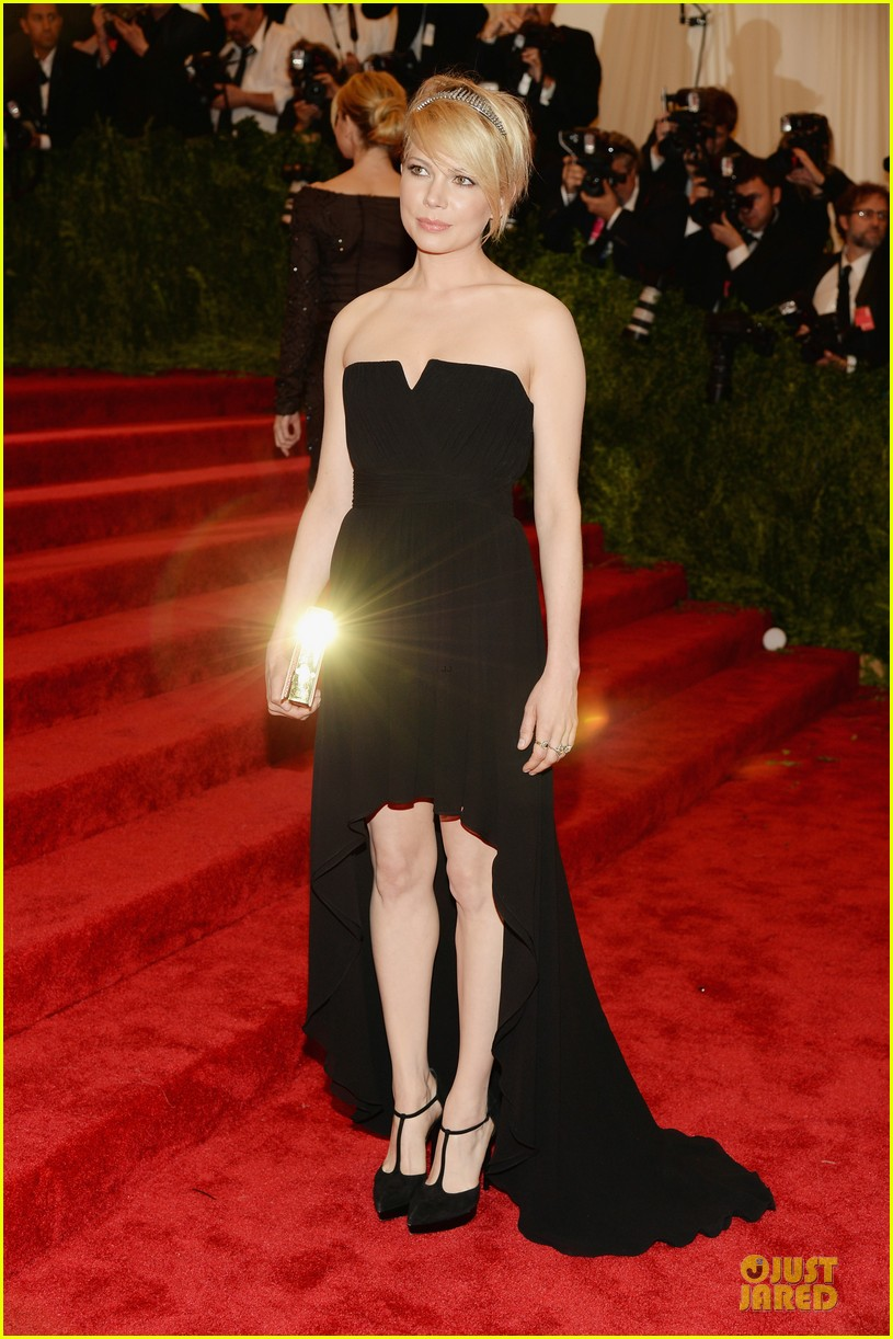 michelle williams met ball 2013 red carpet 032865420