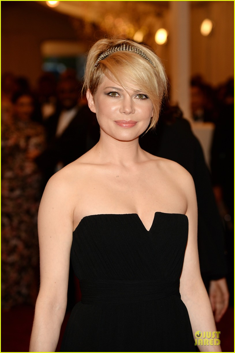 michelle williams met ball 2013 red carpet 04