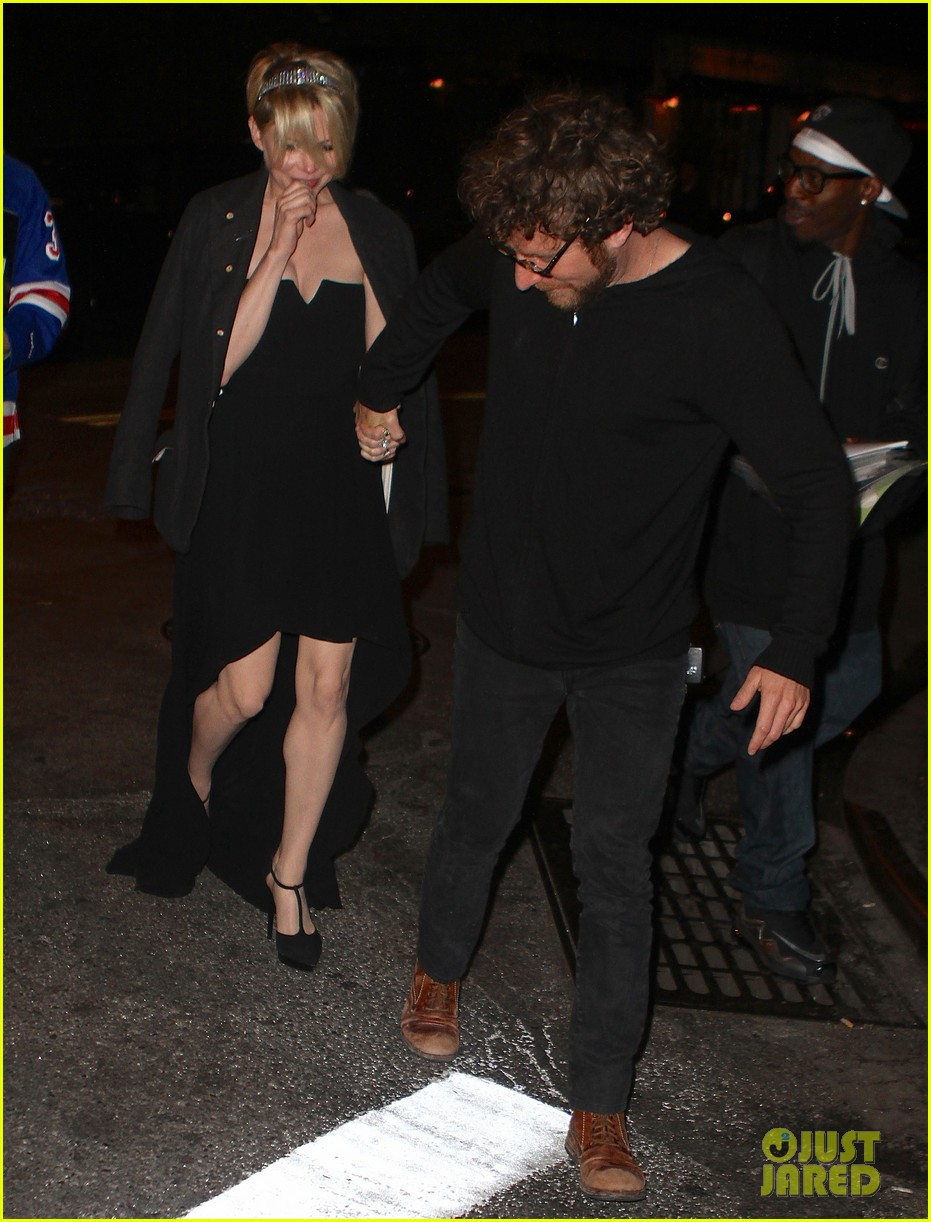 michelle williams new york stroll after met ball 022867179