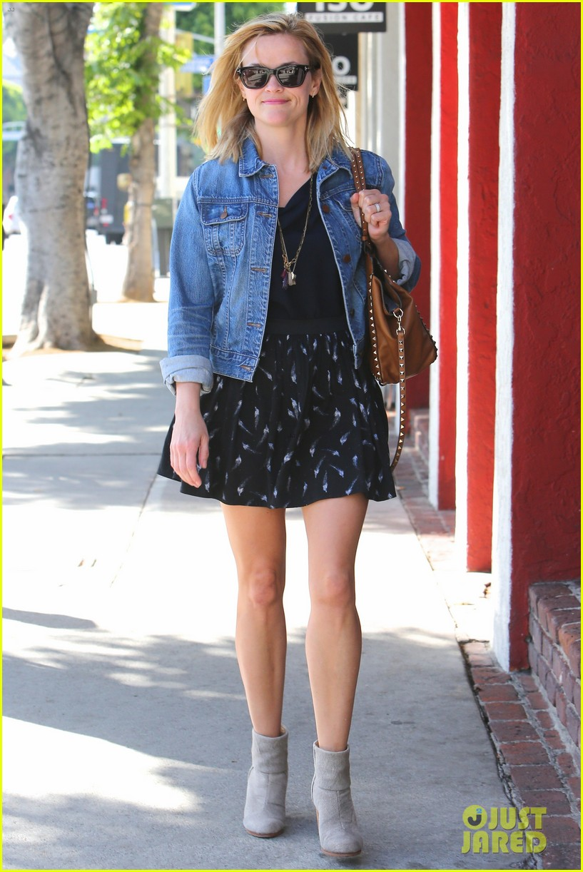 reese witherspoon barneys new york shopper 152881113
