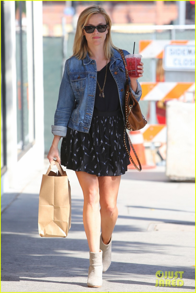 reese witherspoon barneys new york shopper 182881116