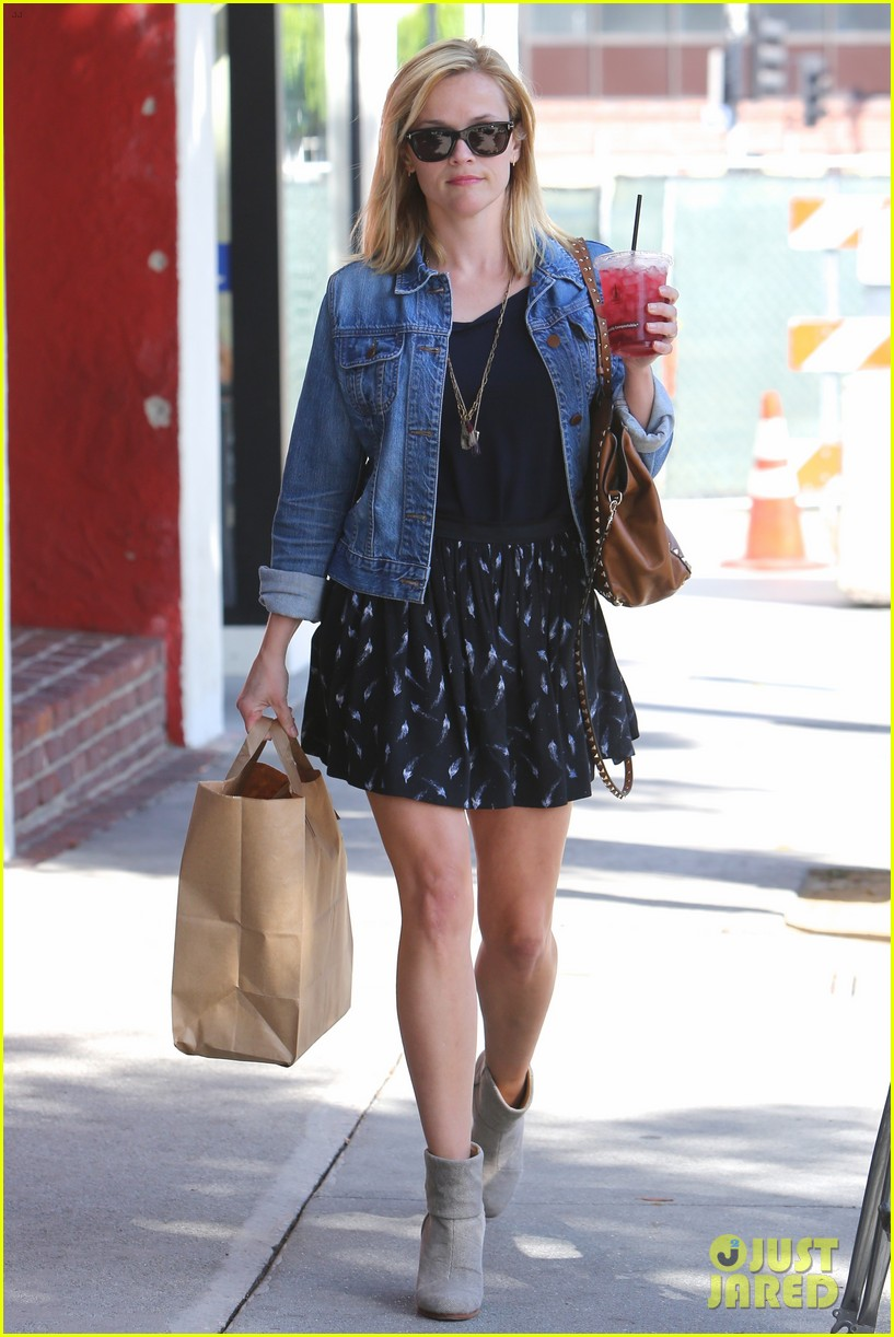 reese witherspoon barneys new york shopper 192881117
