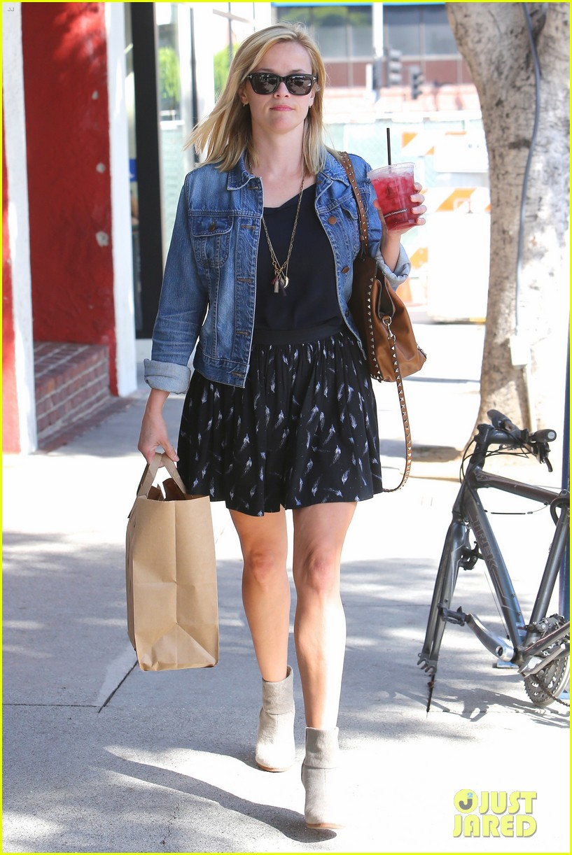 reese witherspoon barneys new york shopper 21