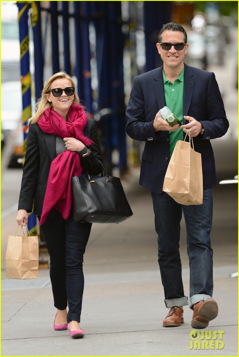 reese witherspoon jim toth breakfast smiles 062871130